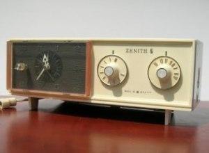 Saffrons Rule vintage-clock radio-zenith_1